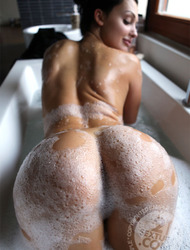 Aletta Ocean bath break
