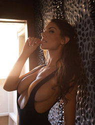 Naturaly Curved August Ames