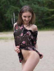 Amateur Brunette Viviann