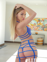 Hot Assed Blonde Beauty Sydney Cole In Sexy Lingerie