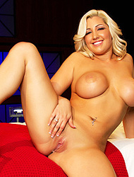 Dayna Vendetta Exposes Fabulous Curves