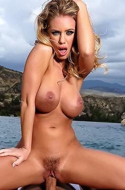 Sexy Nicole Aniston