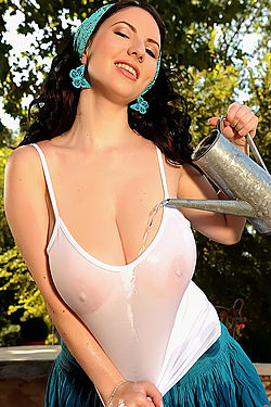 Katerina Hart Wet Tanktop In The Garden