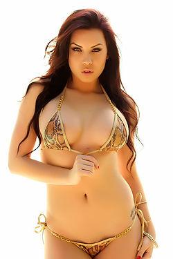 Alluring Vixen Aura Perfect Curves
