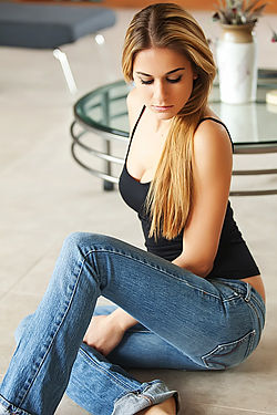 Beauty Cassidy Cole In Tight Blue Jeans