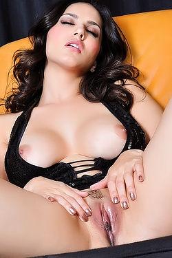 Porn Star Sunny Leone Hot Sexy Hd Nude Pics Hardcore Sex Photos
