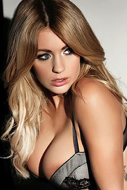 Fresh Holly Peers Outtakes