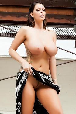 Alison Tyler Big Tits Flashing Outside