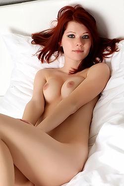 Naked Redhead Lynettte Posing
