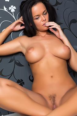 Linet Hot Body