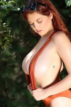 Tessa Fowler's Amazing Boobs