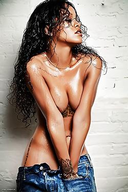 Naked Rihanna