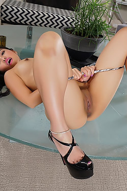 Cindy Starfall Toying Her Closeup Shaved Pussy