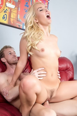 Blonde Hottie Aaliyah Love Takes A Huge Facial