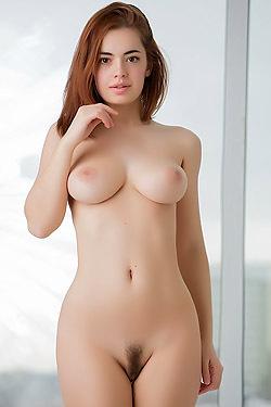 Naked Busty Kamilla