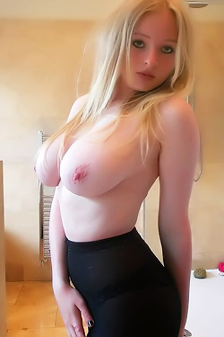 Amateur Babe With Beautiful Boobs