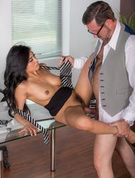 An Inconvenient Mistress, Scene 2